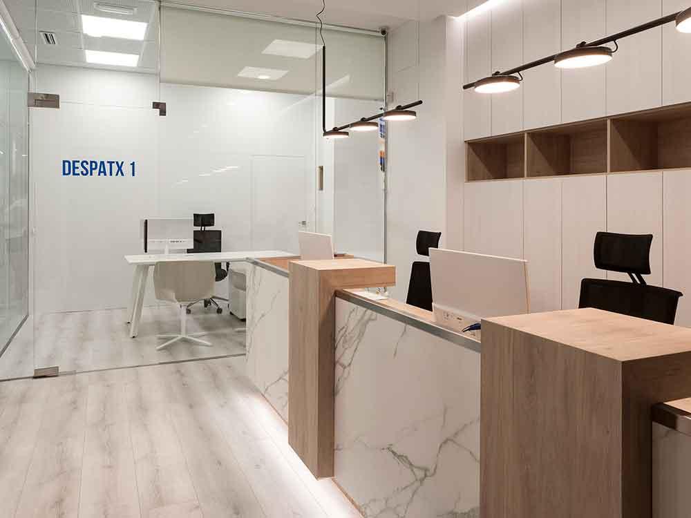 Proyectos de interiorismo recepción clinica dental